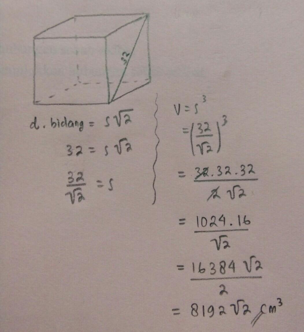 sebuah kubus memiliki diagonal bidang 32 cm. volume kubus ...