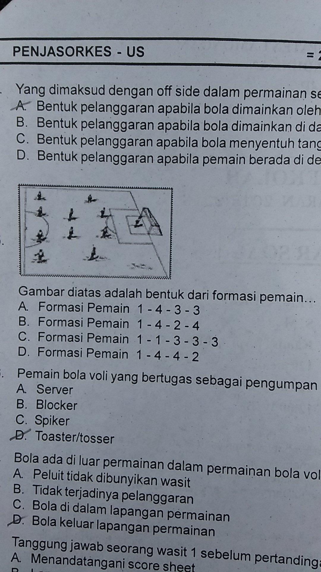 1 Gambar Diatas Adalah Bentuk Dari Formasi Pemain2 Pola Dasar Dalam Permainan Sepak Bola Dimana Brainly Co Id