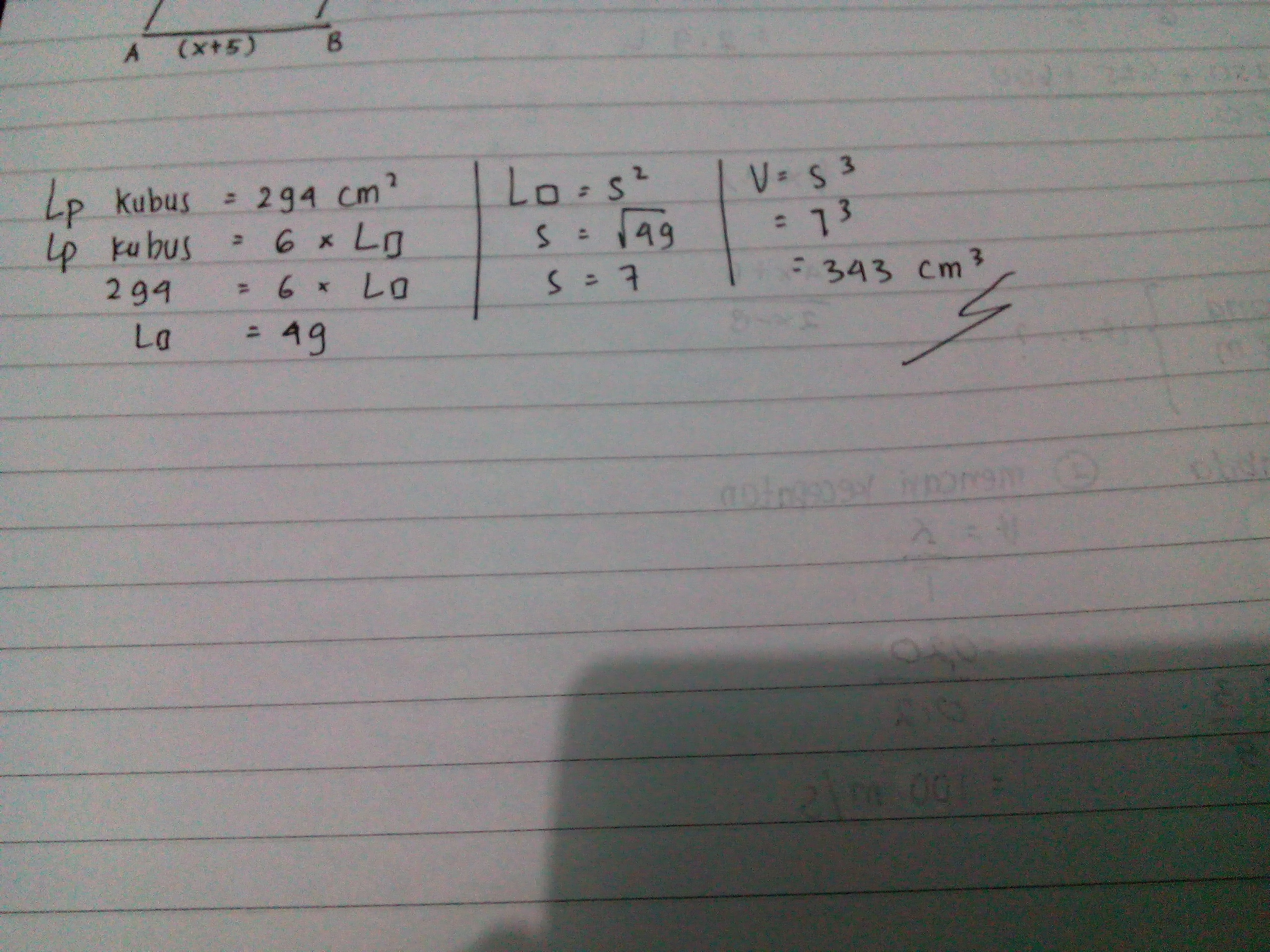 Sebuah kubus memiliki luas permukaan 294 cm pangkat 2 ...