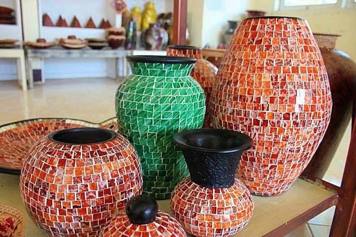 sebutkan 10 contoh bahan bekas dari pecahan keramik - Brainly.co.id