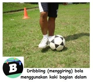 Jelaskan Cara Menggiring Bola Dengan Kaki Bagian Dalam Brainly Co Id
