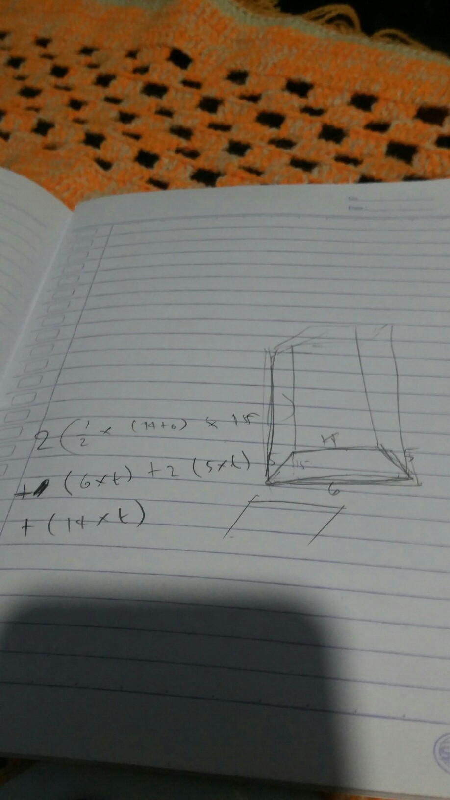 sebuah prisma dengan alas trapesium sama kaki.panjang AB ...