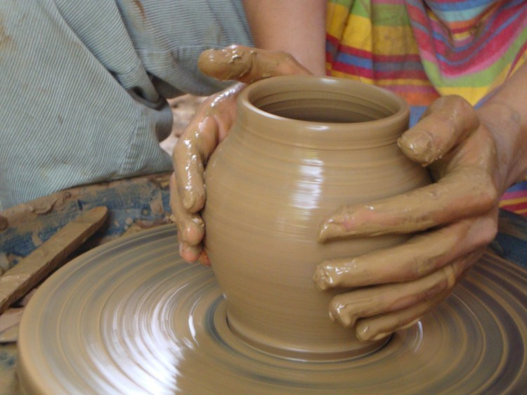 sebutkan alat dan bahan untuk membuat keramik - Brainly.co.id