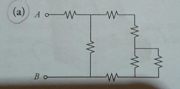 Rangkaian berikut menggunakan resistor identik R. Tentukan ...
