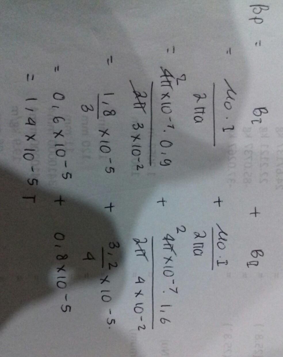 dua buah kawat sejajar dialiri arus I1=0,9 A dan I2=1,6 A ...
